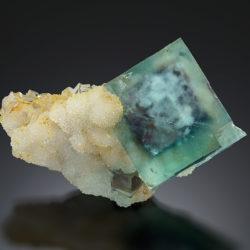 YU023 Fluorite